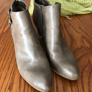 Life stride booties; size 6.5